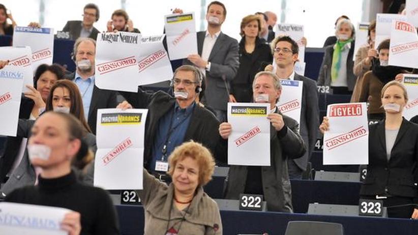 Protest der Grünenfraktion im Europaparlament gegen Orbán