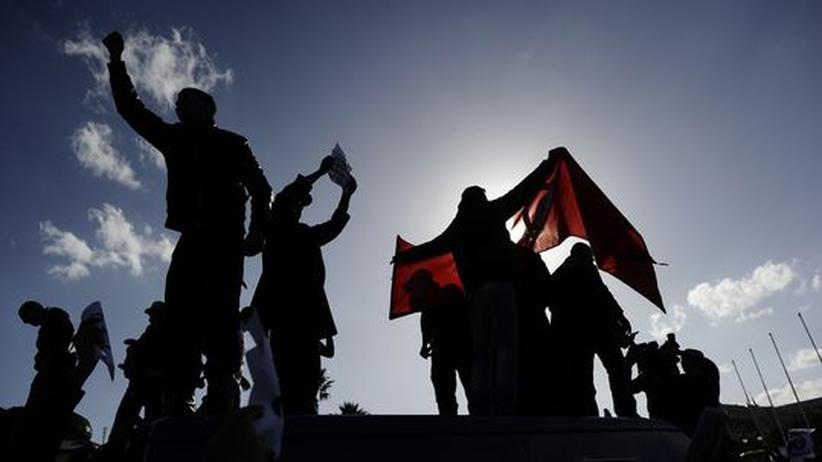 Tunesische Demonstranten fordern eine neue Regierung