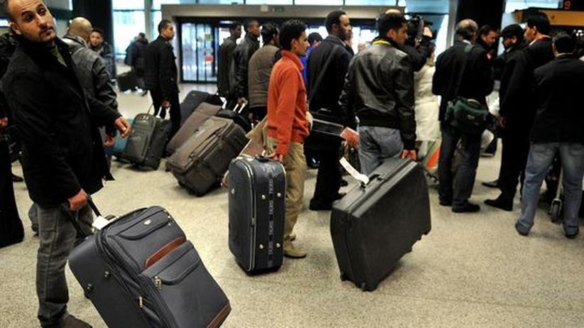 Unruhen: Westen holt Staatsbürger aus Libyen