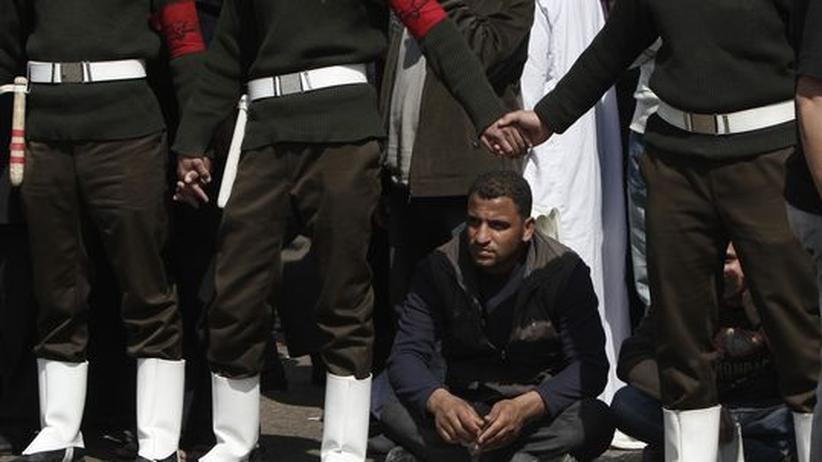 Ein Gegner des Verfassungspakets auf einer Protestveranstaltung auf dem Tahrirplatz in Kairo