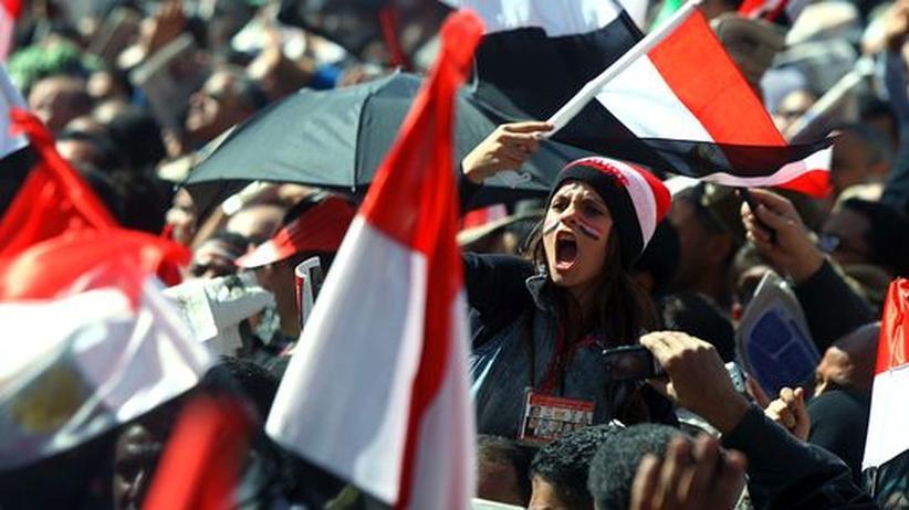 Ägypten: Mubarak-Anhänger gehen mit Macheten auf Demonstranten los