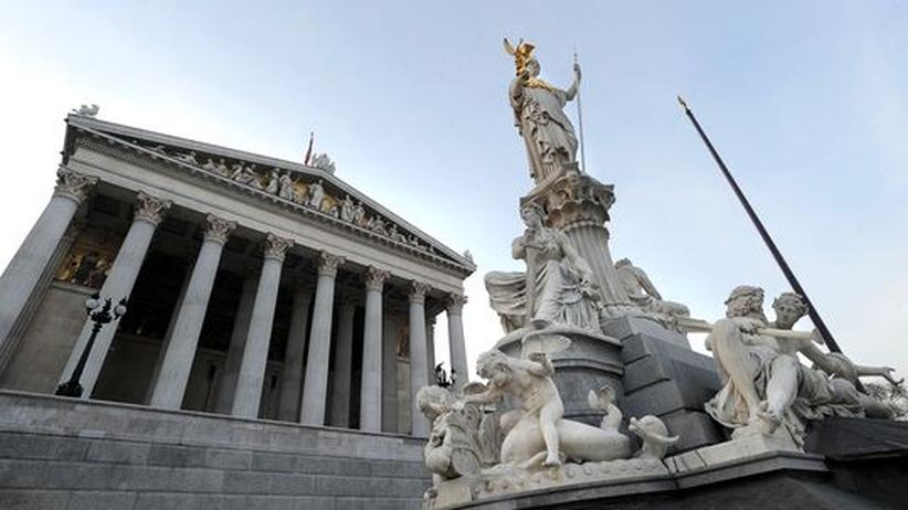 Statue vor dem österreichischen Parlament in Wien