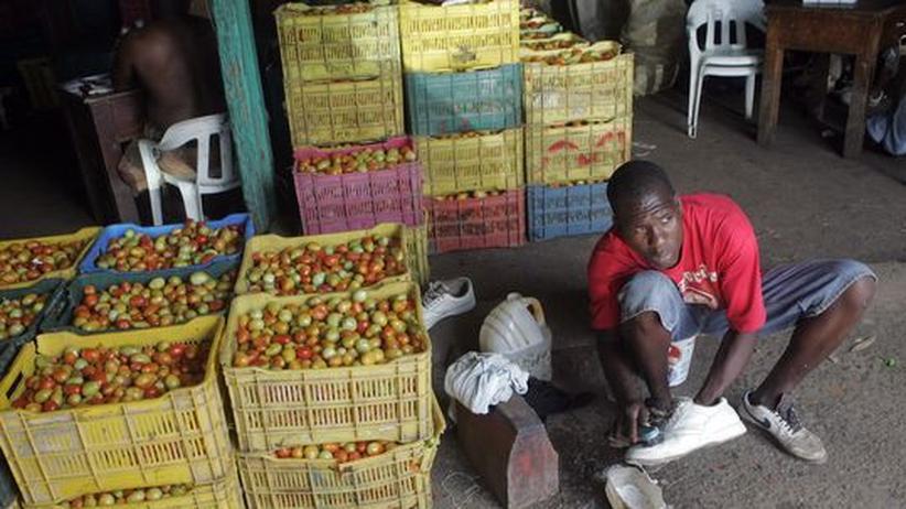 Karibik: Ein Schuhputzer in Santo Domingo