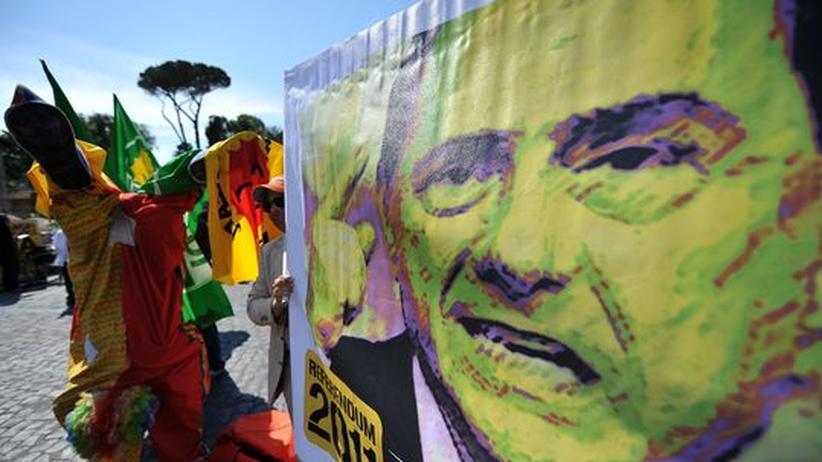 Volksabstimmung: Berlusconi muss Niederlage einstecken