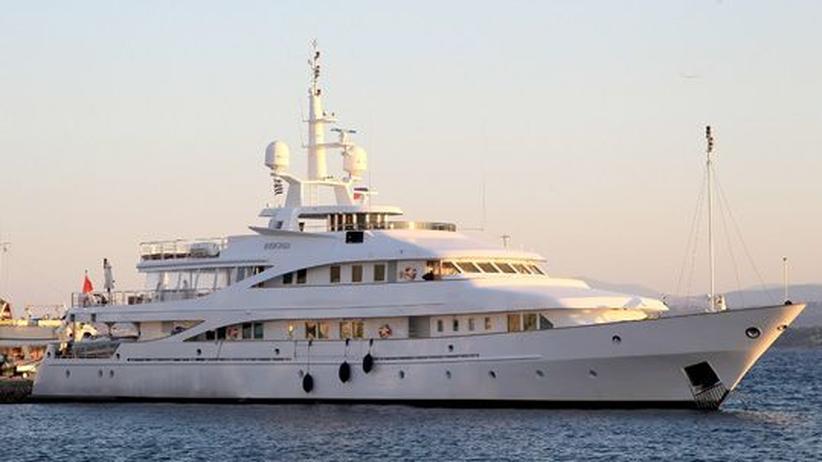 Euro-Krise: Eine Luxusyacht vor der griechischen Insel Spetses