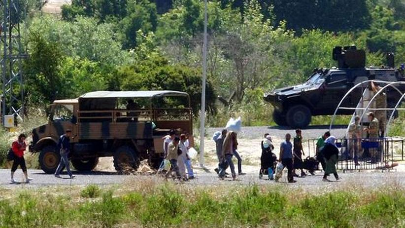 Machtdemonstration: Syrien und Türkei verlegen Truppen an die Grenze