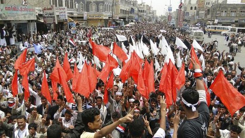 Jemen: Hunderttausende Demonstranten fordern Übergangsrat