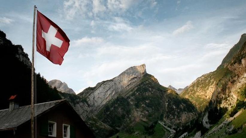 Berglandschaft mit Schweizer Fahne