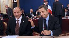 Frankreichs Präsident Nicolas Sarkozy bei einem Treffen mit dem Chef des libyschen Rebellenrates, Mustafa Abdel Jalil  in Paris.