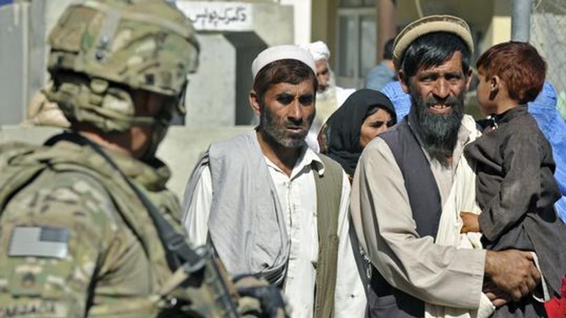 Internationaler Terrorismus: Ein US-Soldat und Einheimische nahe der Grenze zu Pakistan.