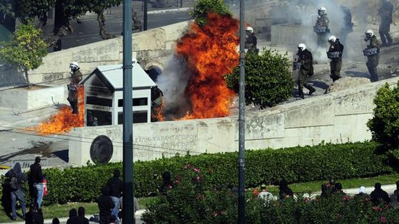 Proteste: Griechische Polizei verteidigt Parlament mit Tränengas
