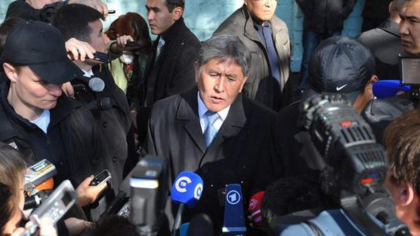 Wahl: Kirgisen wählen Atambajew zum Präsidenten