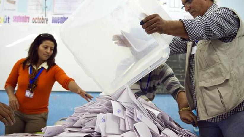 Erste freie Wahl: Stimmenauszählung in Tunesien verzögert