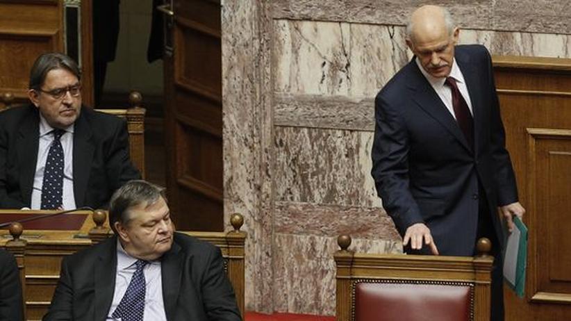 Parlament in Athen: Papandreou gewinnt Vertrauensabstimmung