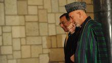 Afghanistans Präsident Hamid Karsai (r.) und US-Verteidigungsminister Leon Panetta in Kabul