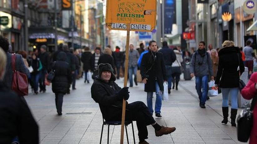 Schuldenkrise: Menschen in der Fußgängerzone von Dublin