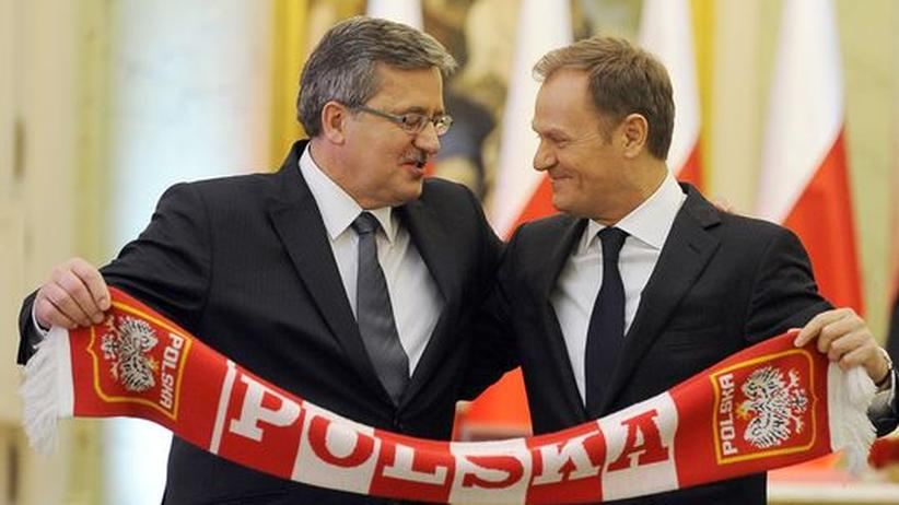 Polen: Der polnische Präsident Bronisław Komorowski (links) posiert mit Premierminister Donald Tusk.