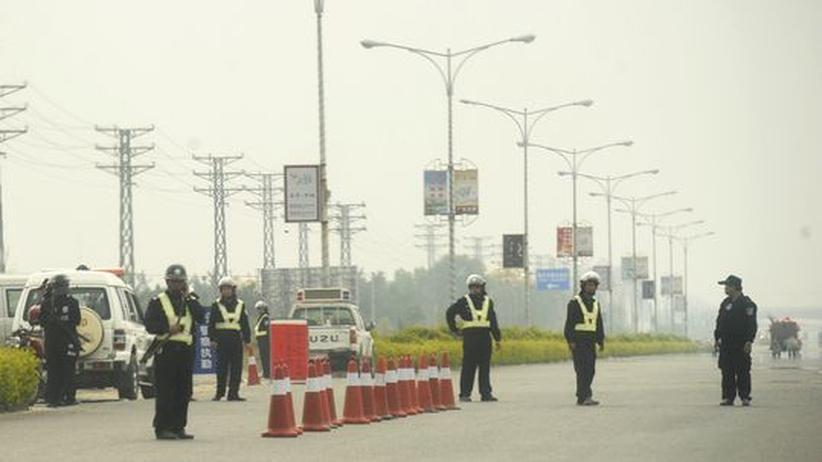 Unruhen: China riegelt Rebellen-Stadt ab
