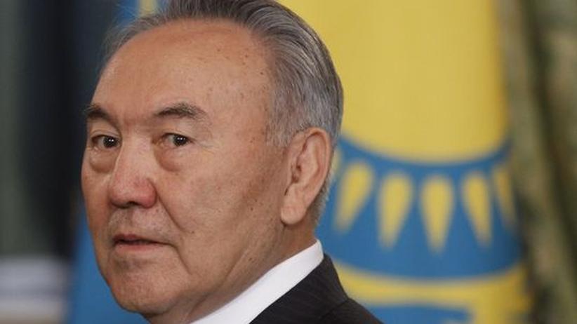 Kasachstans Präsident: Merkel muss Nasarbajew ermahnen