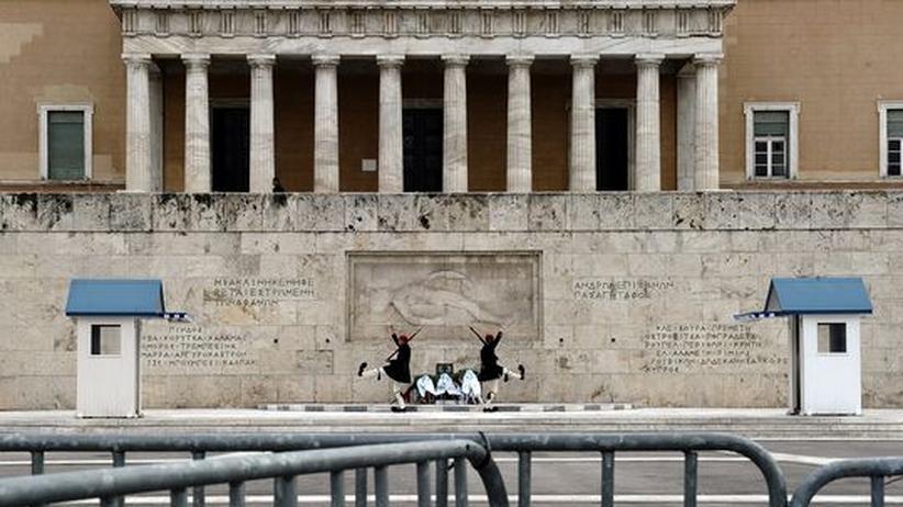 Griechenland: Am Mahnmal für den unbekannten Soldaten vor dem Parlament in Athen
