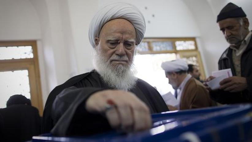Parlamentswahl Iran: Für Ahmadinedschad zeichnet sich eine Wahlniederlage ab