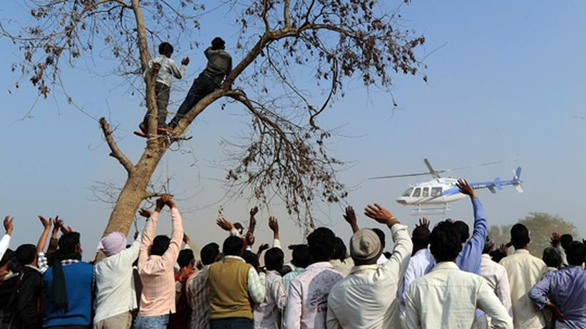 Rahul Gandhi: Rahul Gandhi kommt per Helikopter zu einer Wahlkampfveranstaltung.