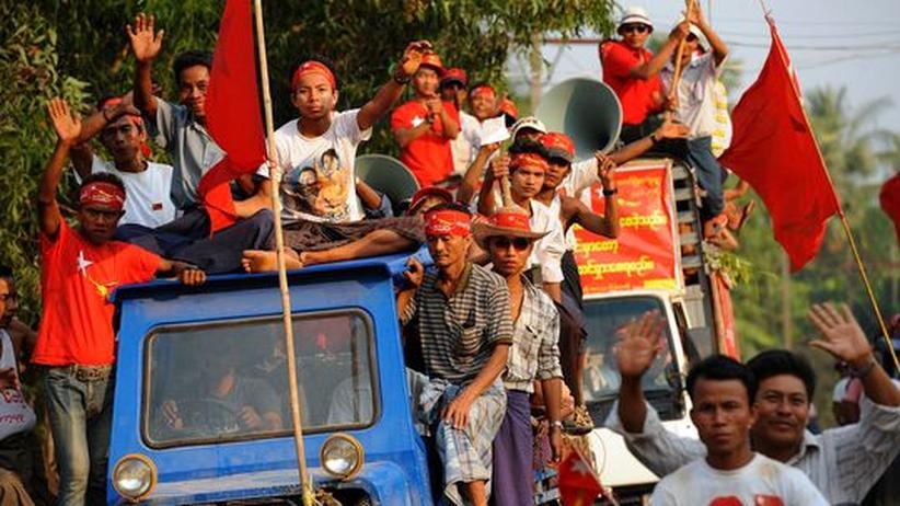 Anhänger der National League for Democracy (NLD)