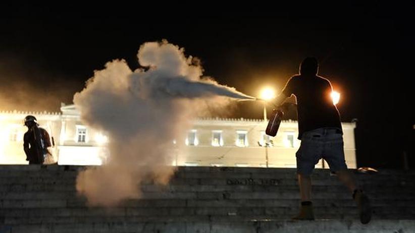 Griechenland: Krawalle nach Selbsttötung eines Rentners in Athen