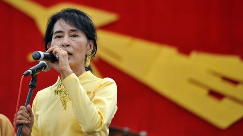 Birma: Aung San Suu Kyi reist ins Ausland