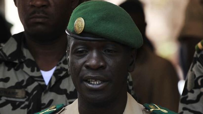 Mali: Putschistenführer Sanogo lenkt ein