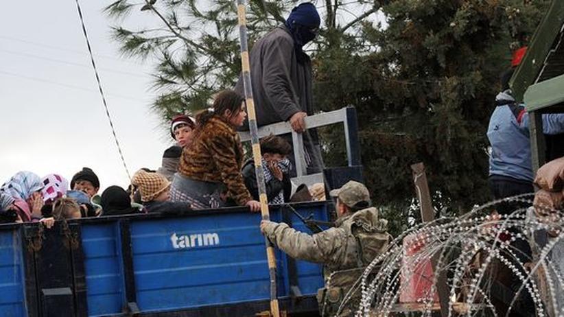 Aufstand Syrien: Tausende Menschen fliehen in die Türkei