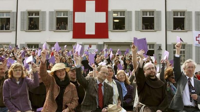 Direkte Demokratie: Volksabstimmung in Glarus, Schweiz (Archivfoto von 2008)