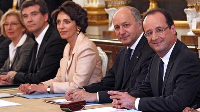 Wahlversprechen: Frankreichs neue Regierung kürzt eigene Gehälter
