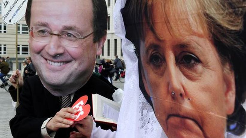 Euro-Krise: Aktivisten in Berlin tragen Masken von Angela Merkel und François Hollande.