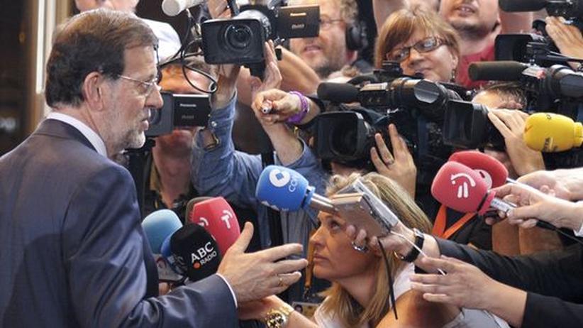 EU-Gipfel: Spaniens Premierminister Mariano Rajoy auf der Pressekonferenz in Brüssel nach einer langen Verhandlungsnacht