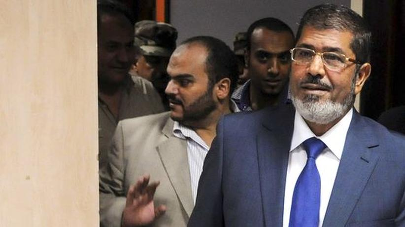 Nahost: Mohammed Mursi (r.) am Wahlabend in Kairo