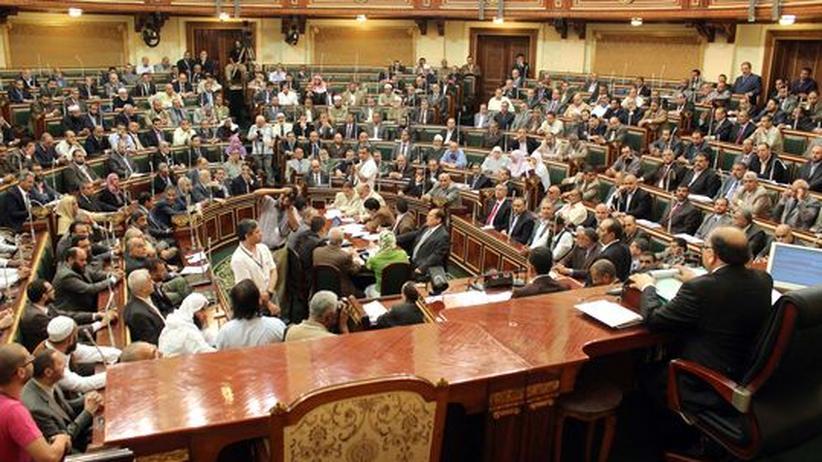 Das ägyptische Parlament kommt in Kairo zusammen.