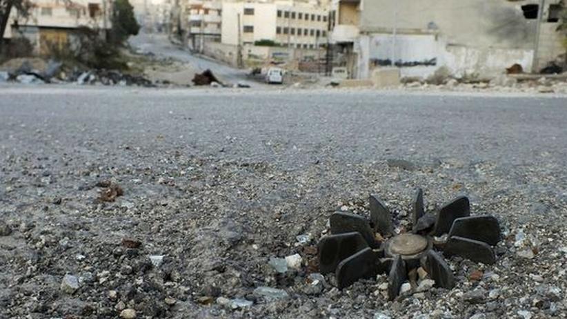 Syrien: Teile einer Mörsergranate zeugen von Kämpfen in der Region Homs.