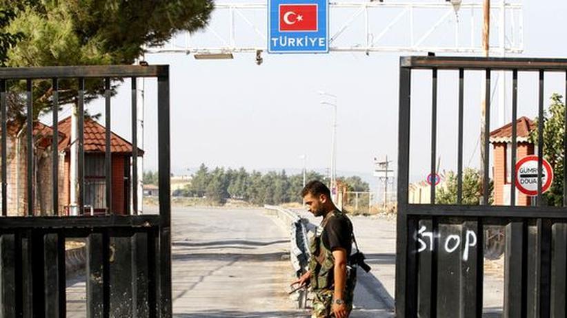 Bürgerkrieg: Ein Mitglied der Freien Syrischen Armee an einem Grenzübergang zur Türkei