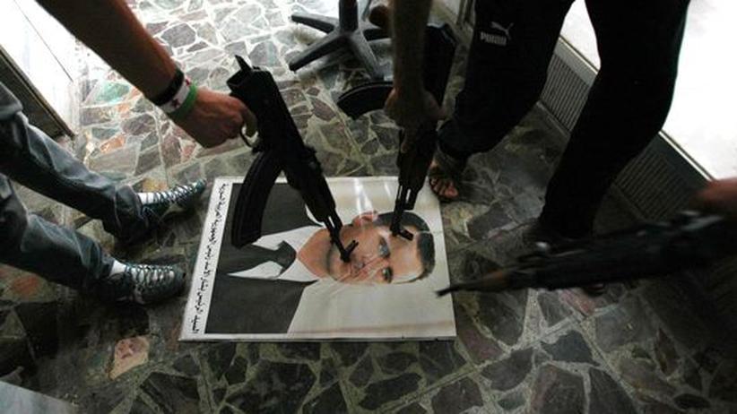 Syrien: Soldaten der Freien Syrischen Armee mit einem Porträt von Präsident Assad