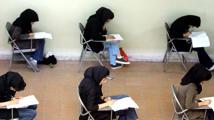 Gleichberechtigung: Irans Hochschulen verbannen Frauen aus 77 Studiengängen