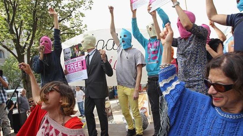 Pussy-Riot-Prozess: Merkel kritisiert Pussy-Riot-Urteil