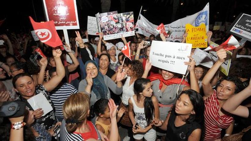Neue Verfassung: Tausende demonstrieren in Tunesien für Frauenrechte