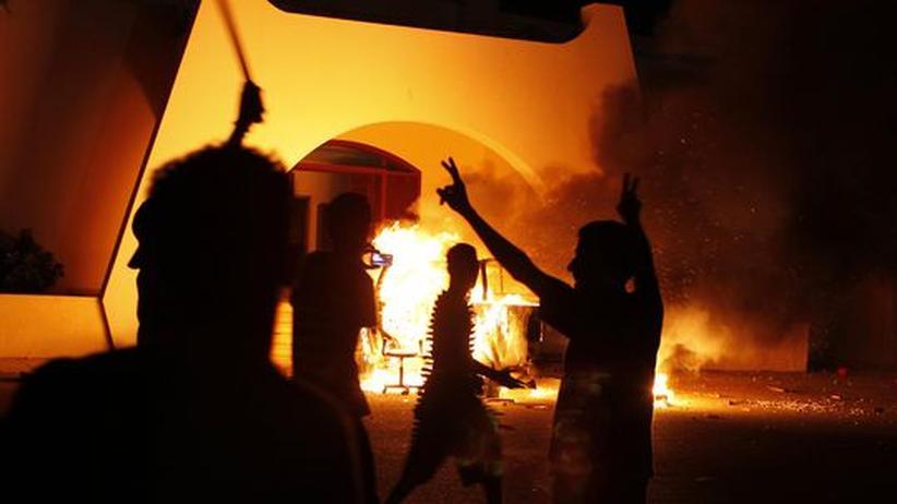 Islamisten: Libyer stürmen Milizen-Lager in Bengasi
