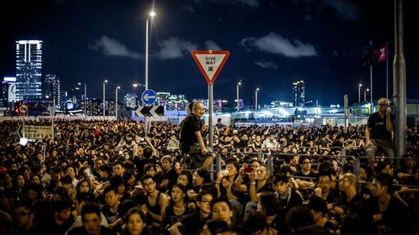 China: Hongkong wählt unter Protesten neues Parlament