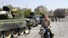 Waffenhilfe aus dem Iran? Syrische Panzer und Fahrzeuge in Damaskus