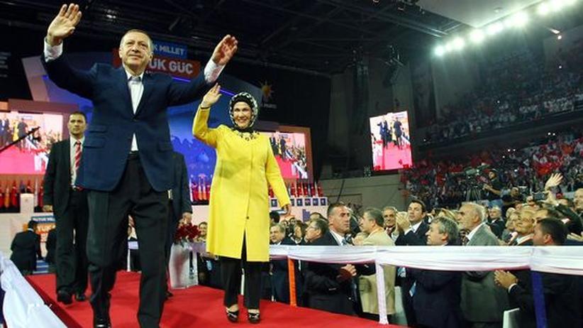 Türkei: Erdoğan erneut zum Vorsitzenden der AKP gewählt