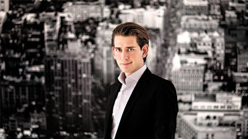 Sebastian Kurz: Sebastian Kurz, mit 26 Jahren Staatssekretär für Integration, in seinem Büro vor einem Bild von New York