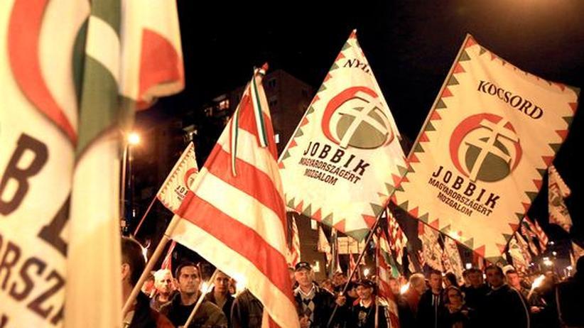 Rassismus: Ungarische Rechtsextremisten marschieren gegen Roma auf