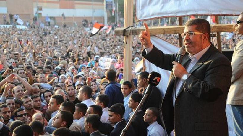 Machtkampf: Ägyptens Justiz verurteilt Selbstermächtigung Mursis